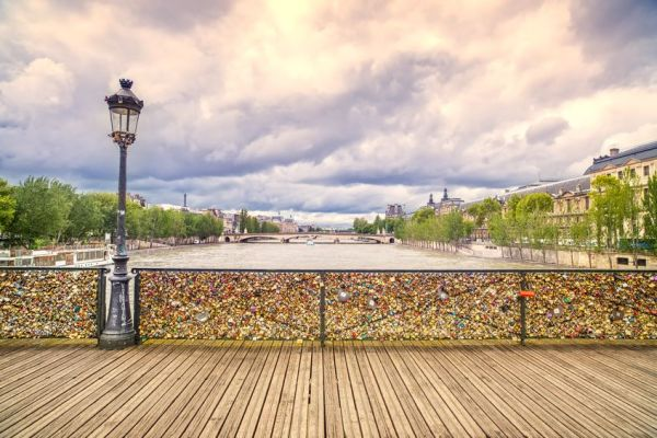 "Padlocks on the bridge in Paris. Copyright: <a href=""http://www.123rf.com/profile_stevanzz"">stevanzz / 123RF Stock Photo</a>"