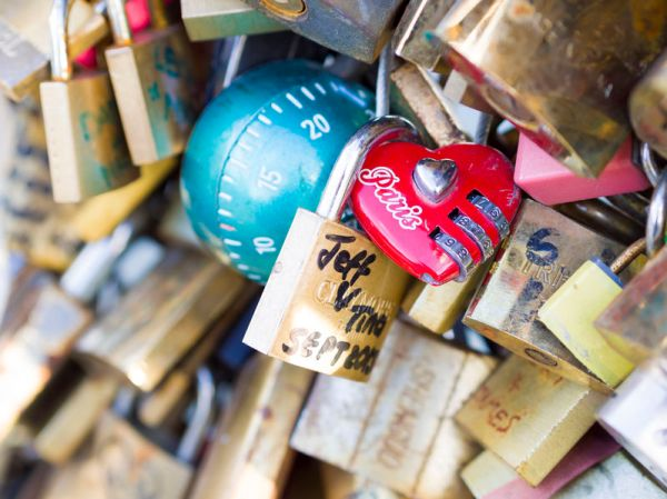 Close up of Love Locks in Paris, France. Copyright: <a href='http://www.123rf.com/profile_netfalls'>netfalls / 123RF Stock Photo</a>